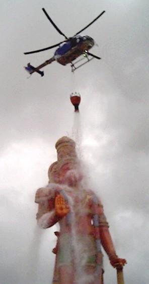 85-hanuman-in-trinadad-bathed-by-helicopter